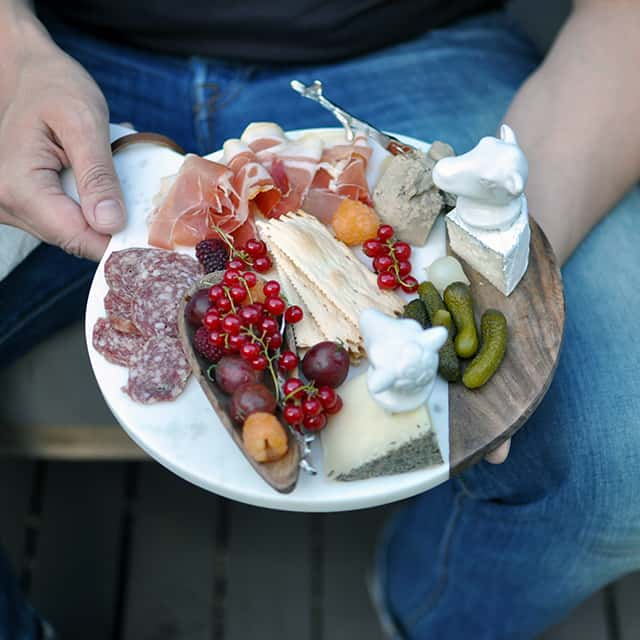 How To Build a Beautiful Charcuterie Plate For Any Season