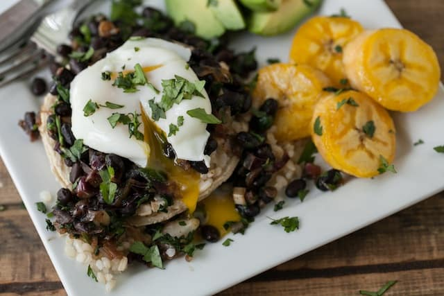 Guest Post: Gallo Pinto Tostadas by Erin from Naturally Ella ...