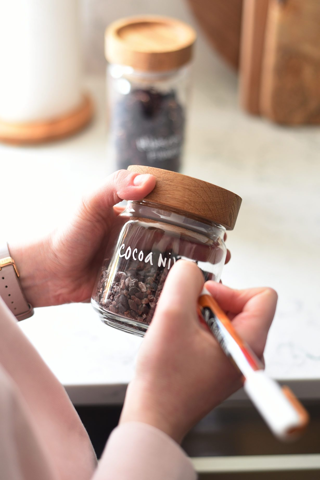 How to organize a deep shelf pantry: label glass jars with chalkboard marker so you can switch up ingredients.
